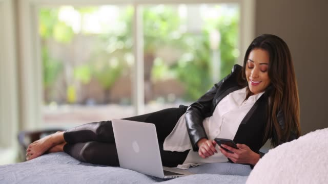successful latina businesswoman working from home, messaging on cellphone - hot desking stock videos & royalty-free footage