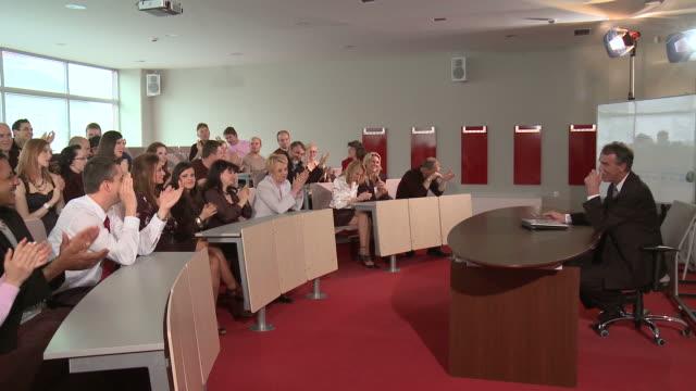 hd: successful lecture - lecture hall bildbanksvideor och videomaterial från bakom kulisserna