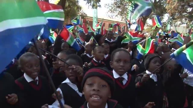 Sudafrica y el mundo celebran el Dia de Mandela VOICED El Dia de Mandela on July 18 2013 in Pretoria South Africa