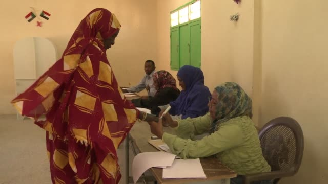 stockvideo's en b-roll-footage met sudan was still voting on wednesday in elections boycotted by the mainstream opposition that are expected to extend the quarter century rule of... - quarter