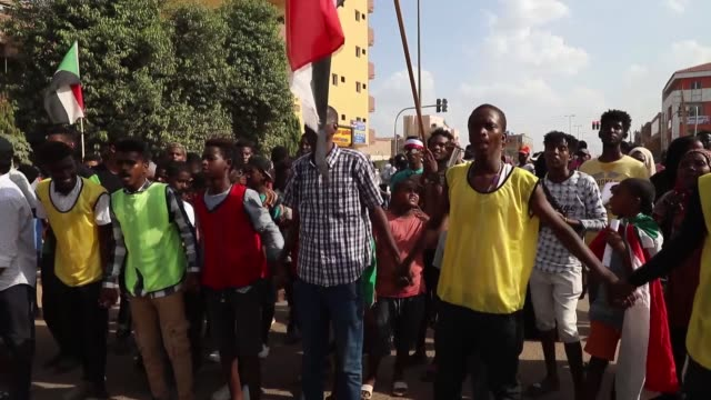 vídeos de stock, filmes e b-roll de sudanese demonstrators march during a protest in bahri the capital khartoum's northern district on october 21 2019 thousands of sudanese rallied in... - dissolve video transition
