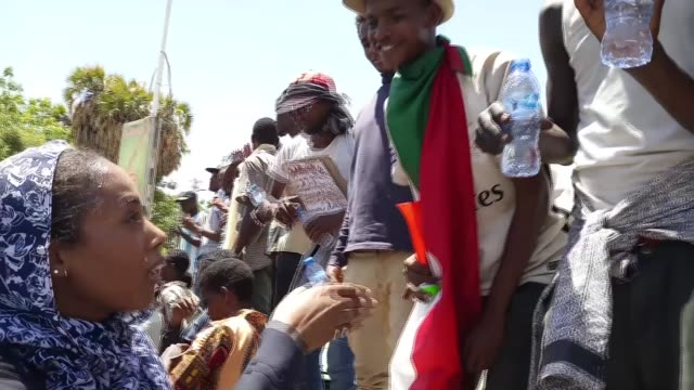 Sudanese military attempts to break up mass sitin outside its headquarters in Khartoum SUDAN Khartoum EXT **Rhythm and chanting music of crowd SOT**...