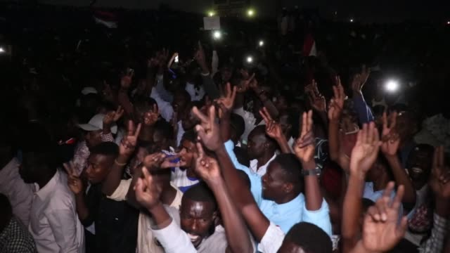 vídeos de stock, filmes e b-roll de sudanese opposition the alliance of the change and freedom announced boycotting the talks with the military council over the power shift to a... - sudão