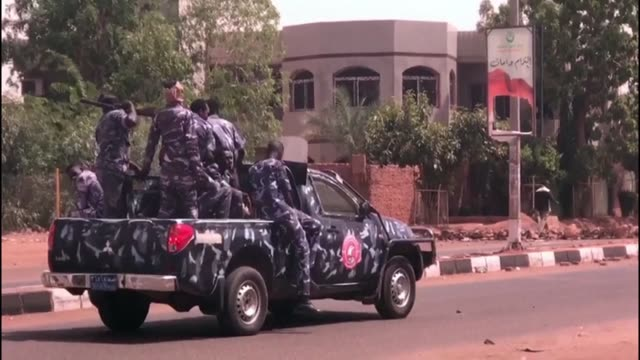 vídeos de stock, filmes e b-roll de sudanese police use tear gas to try to disperse protesters who barricaded roads in shambat in the capital khartoum on the first day of a civil... - sudão