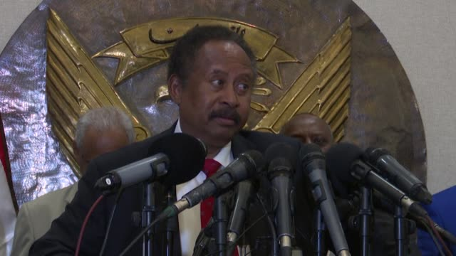 vídeos de stock, filmes e b-roll de sudanese prime minister abdalla hamdok announces that sudan has reduced its troop numbers in yemen where they have bolstered a saudi led coalition... - sudão
