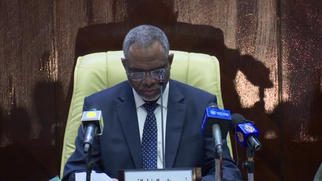 sudanese prime minister mutaz musa announces austerity measures at the national assembly in khartoum - prime minister stock-videos und b-roll-filmmaterial