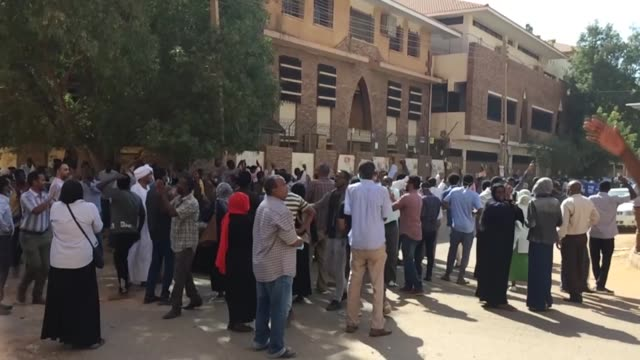 vídeos de stock, filmes e b-roll de sudanese security forces dispersed a mass protest near the presidential palace in capital khartoum on tuesday according to eyewitnesses thousands of... - sudão
