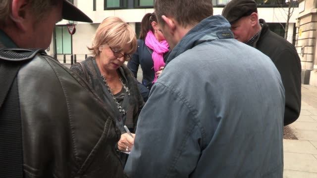 vidéos et rushes de sue johnston sighted outside bbc radio two where she was a guest on the show sighted sue johnston at bbc studios central london on march 02 2012 in... - sue johnston