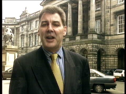 vídeos de stock, filmes e b-roll de bp sues greenpeace over stena dee protest scotland edinburgh ext reporter to camera - ocupação na mídia