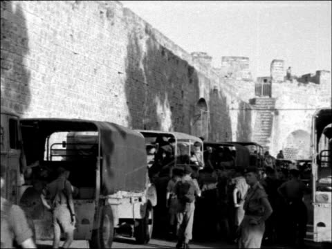 stockvideo's en b-roll-footage met british troops arrive cyprus theseus moored off coast / british troops along carrying supplies / shots of soldiers boarding army jeeps / jeeps... - suezcrisis