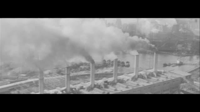 suffering from smoke/chimney smoke hanging washing up inside eye exam at school smoke accumulation on the roof young girl taking records people... - 環境汚染点の映像素材/bロール