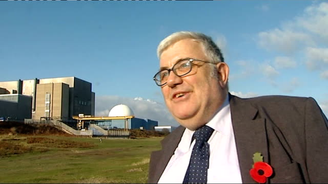various shots of reporter with pete rowberry, near sizewell b site pete rowberry interview sot - it's government by diktat not democracy leiston: gv... - zweig stock-videos und b-roll-filmmaterial