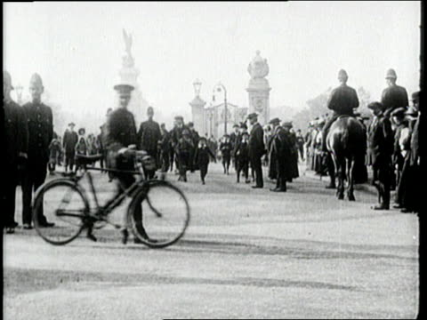 suffragettes hold a rally near buckingham palace. - 1918 stock videos & royalty-free footage