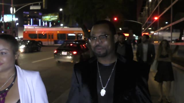 vídeos y material grabado en eventos de stock de sugar shane mosley comments on floyd mayweather jr. outside the premiere of andre the giant at arclight cinerama dome in hollywood in celebrity... - cinerama dome hollywood