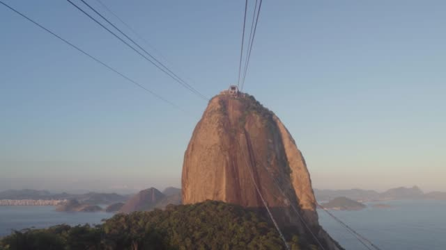 vídeos y material grabado en eventos de stock de sugarloaf mountain and the cables of the cable car from inside a cabin at dusk - tram