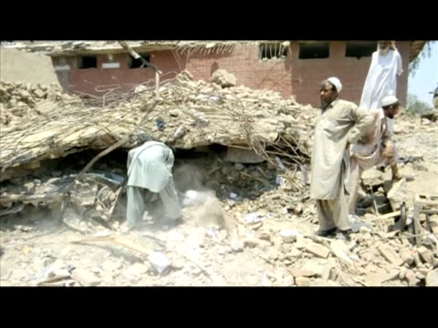 a suicide attacker and a suspected car bomb unleashed carnage in a busy pakistani market on friday killing at least 65 people including woman and... - geographical locations stock videos & royalty-free footage