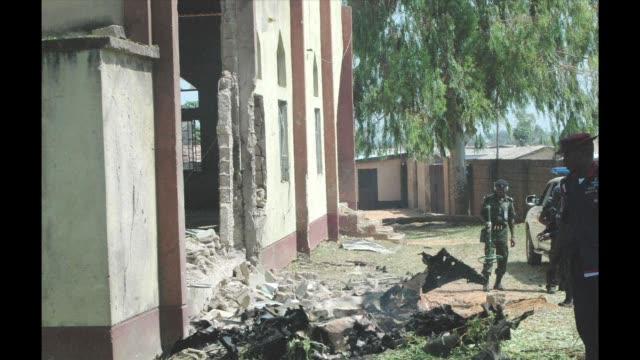 vídeos y material grabado en eventos de stock de suicide attacker drove a car bomb into a nigerian church on sunday sparking fierce reprisals that saw a christian mob burn a man alive in day of a... - sparks
