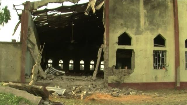 vídeos y material grabado en eventos de stock de suicide attacker drove a car bomb into a nigerian church on sunday sparking fierce reprisals that saw a christian mob burn a man alive in a day of... - sparks