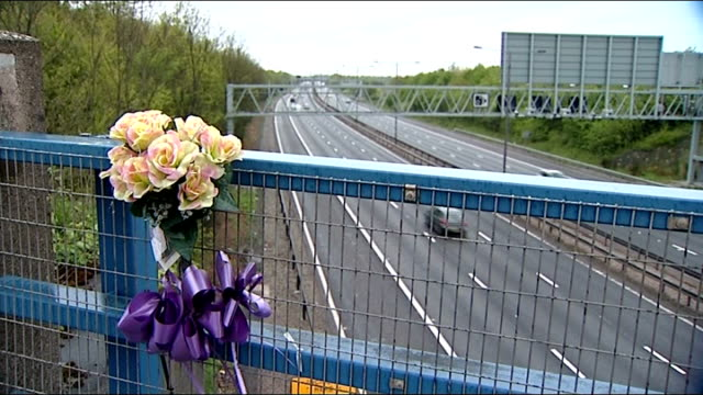 vidéos et rushes de suicide victim blames government 'bedroom tax' west midlands ext high angle shot of traffic along m6 motorway flowers on bridge over motorway focus... - suicide