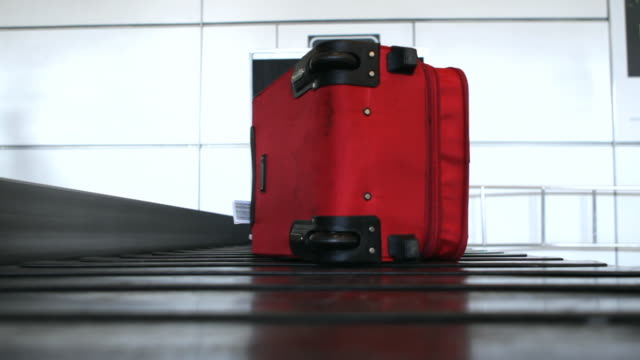 ws pov suitcase on baggage carousel at airport / berlin, germany - bagaglio video stock e b–roll