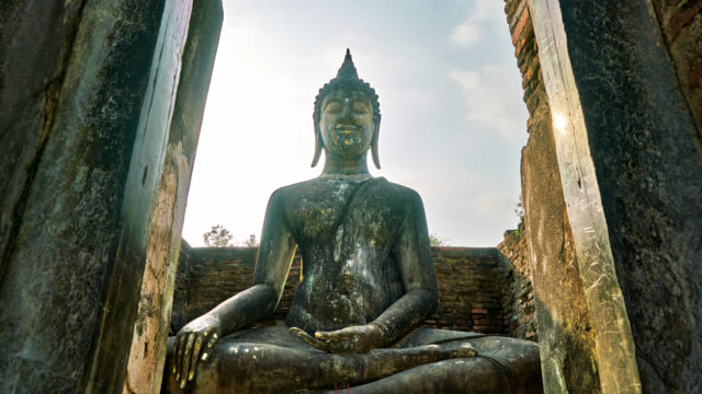 sukhothai historical park in thailand - statue stock-videos und b-roll-filmmaterial