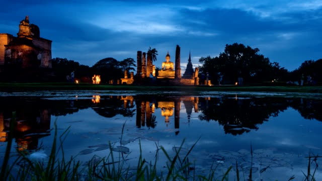 TL D2N WS ZO of Sukhothai Historical Park, Mahathat temple reflecting in water