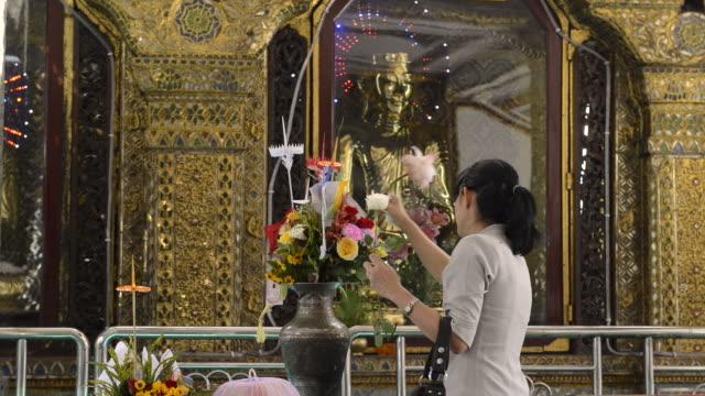 sule pagoda, yangon, myanmar - 社会史点の映像素材/bロール