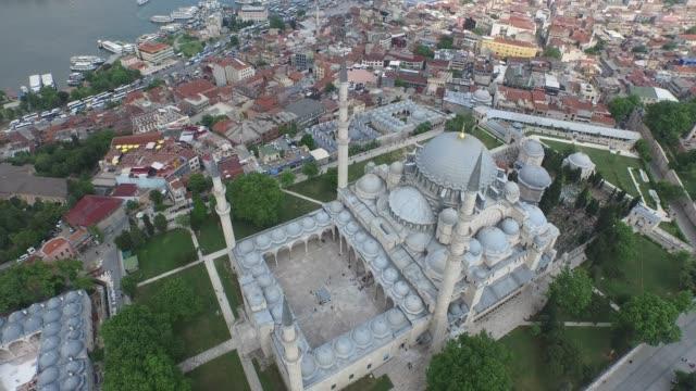 moschea suleymaniye con vista sul bosforo a istanbul turchia - bazar delle spezie video stock e b–roll