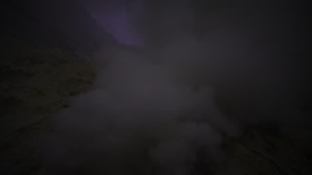 4k, sulfur fume at kawah ijen, vocalno in indenesia. - sulphur stock videos & royalty-free footage