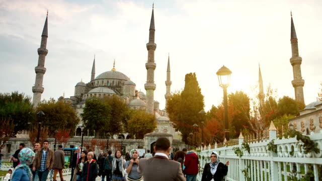 vídeos de stock e filmes b-roll de hd: sultão ahmet camii (mesquita azul), istambul, turquia - médio oriente