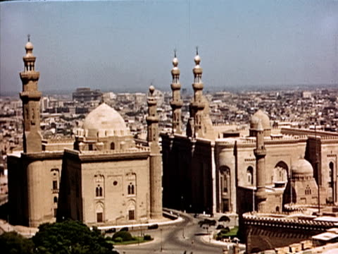 1939 ha ws sultan hassan mosque and al-rifa'i mosque with skyline/ cairo  - 1939 stock-videos und b-roll-filmmaterial