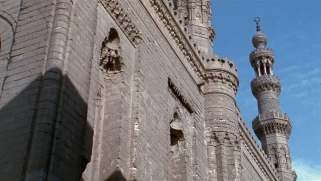 vídeos y material grabado en eventos de stock de cu, la, sultan hassan mosque, cairo, egypt - chapitel