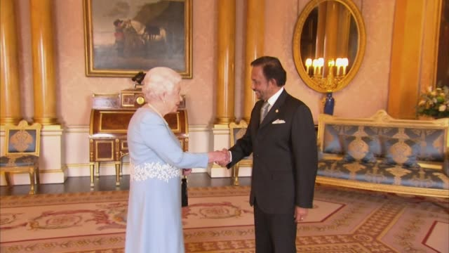 sultan hassanal bolkiah, sultan of brunei, meeting the queen at buckingham palace in 2017 - brunei stock videos & royalty-free footage