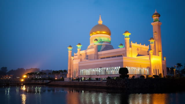 sultan omar ali saifuddin mosque brunei 4k - brunei stock videos & royalty-free footage