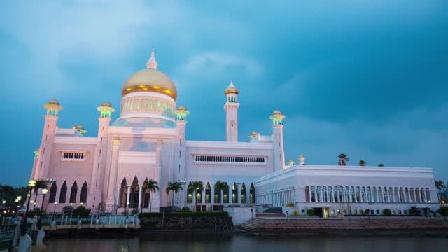 sultan omar ali saifuddin mosque - brunei stock videos & royalty-free footage