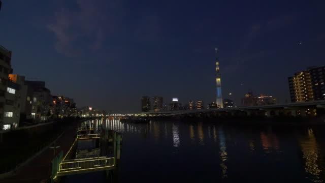 summed river and tokyo sky tree - ウォーターフロント点の映像素材/bロール