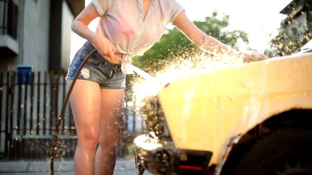 vidéos et rushes de activités d'été dans les banlieues - pin up