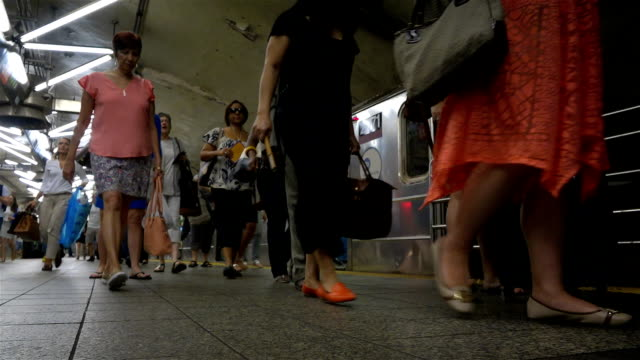 summer afternoon rush hour via the grand central station subway number 7 train platform / services operate between main street in flushing, queens... - 34th street stock videos & royalty-free footage