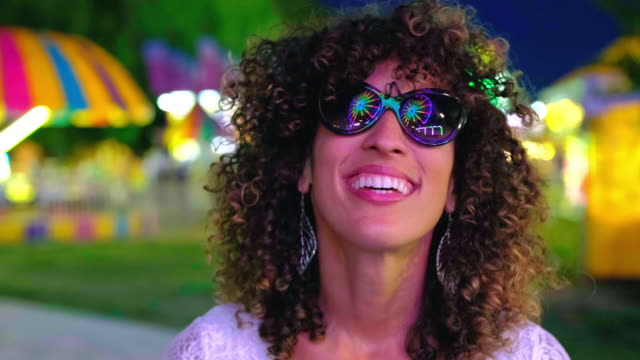 sommer spaß karneval spiele - vergnügungspark stock-videos und b-roll-filmmaterial