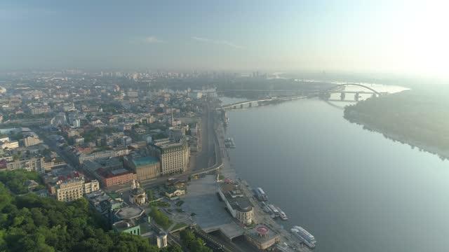 summer morning in kiev_podil - キエフ市点の映像素材/bロール