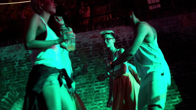 夏の音楽祭 - 灯台船点の映像素材/bロール