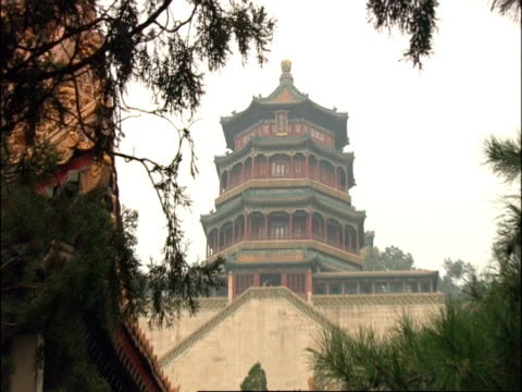 wa summer palace, zooms in to cu of top storey then zooms out, beijing, china - pagoda stock videos & royalty-free footage