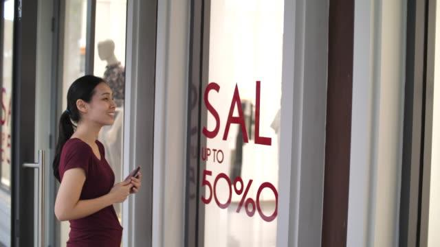 vídeos de stock, filmes e b-roll de venda do verão - sale
