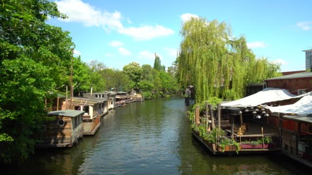 vídeos y material grabado en eventos de stock de escena de verano en berlín - restaurante flotante