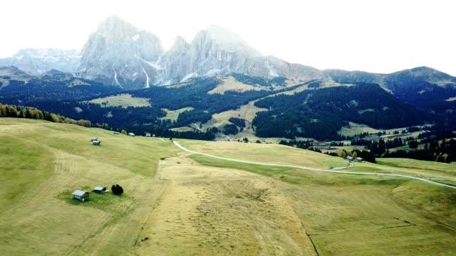 summer scene in south tyrol - seiser alm - alpe di siusi video stock e b–roll