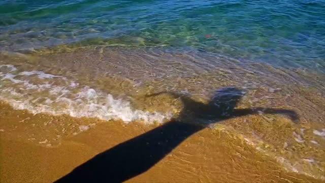 vídeos de stock, filmes e b-roll de férias de verão no mar, rolo b - areia
