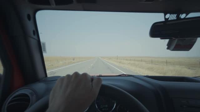 vídeos y material grabado en eventos de stock de vacaciones de verano en ee.uu.: pov conduciendo carreteras del salvaje suroeste - área silvestre