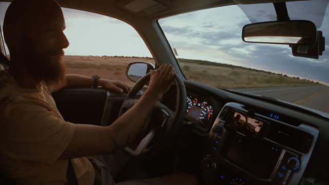 sommerurlaub in den usa im freien: die autobahnen des großen südwestens - death valley nationalpark stock-videos und b-roll-filmmaterial