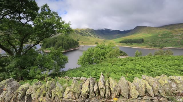 summer view over haweswater lake, lake district national park, cumbria, england, uk - stone wall stock videos and b-roll footage