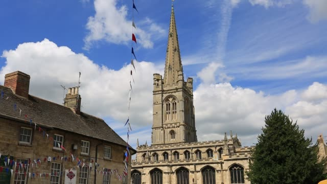 summer view over the georgian market town of stamford, lincolnshire, england, uk - ジョージア調点の映像素材/bロール